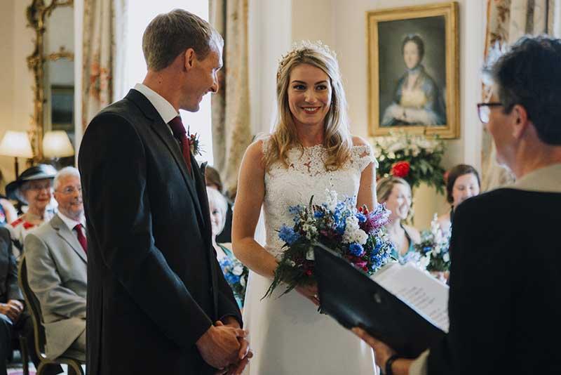 温顿城堡客厅中的婚礼仪式